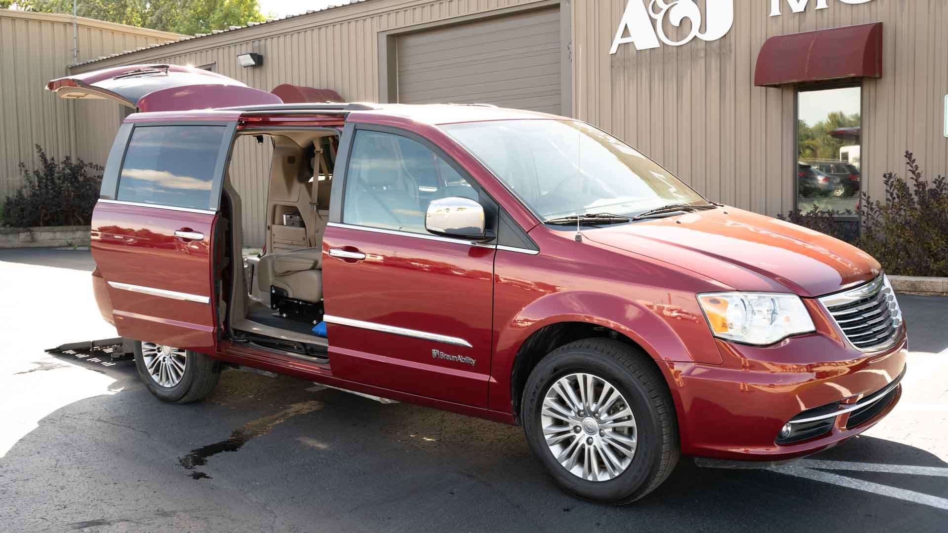 2014 Chrysler Town & Country Valders WI