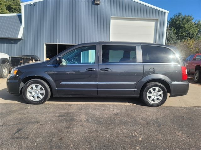 2011 Chrysler Town & Country Inwood IA